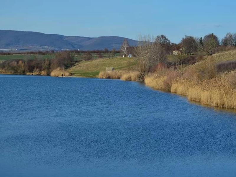 jezero-satrinci-medjes-obala